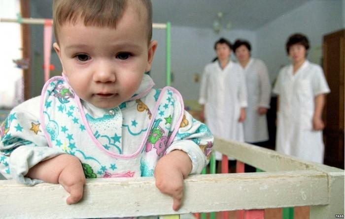 Ребёнок в клинике Гонконга
