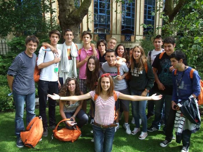 Подростки в средней школе Италии
