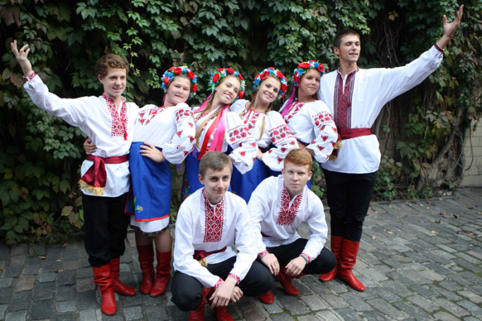 Дети из Центра детского творчества «Барвы Украины» (Винница) и юные представители украинской общиныв Португалии