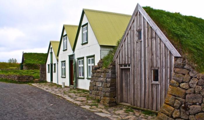Современные и старинные дома в Исландии