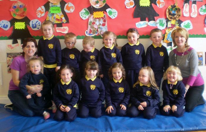 Дети в младшей группе начальной школы (Bunscoil)