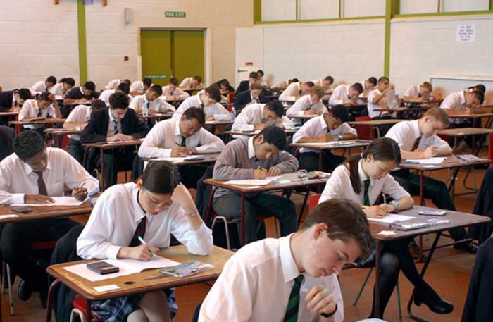 Учащиеся сдают экзамены на получение сертификатаGNVQ