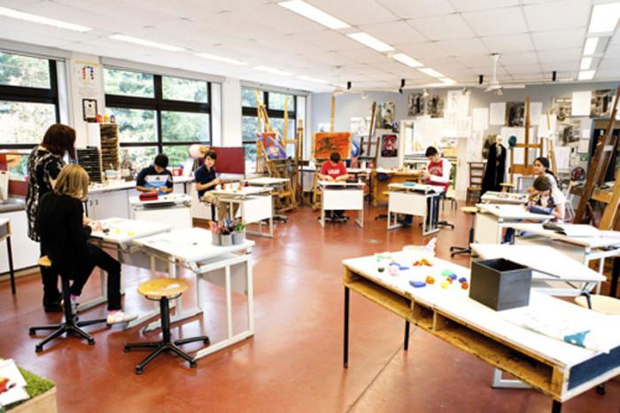 Урок художественной графики в одной изарт-школ Бельгии