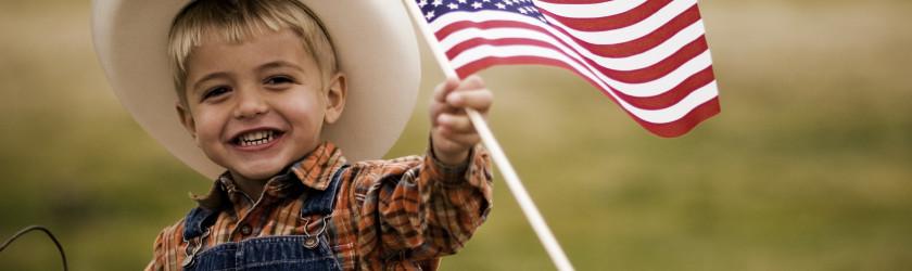 Ребёнок с американским флагом