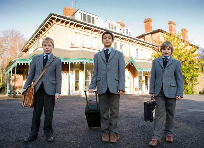 Вновь прибывшие ученики одной из школ-пансионов Великобритании