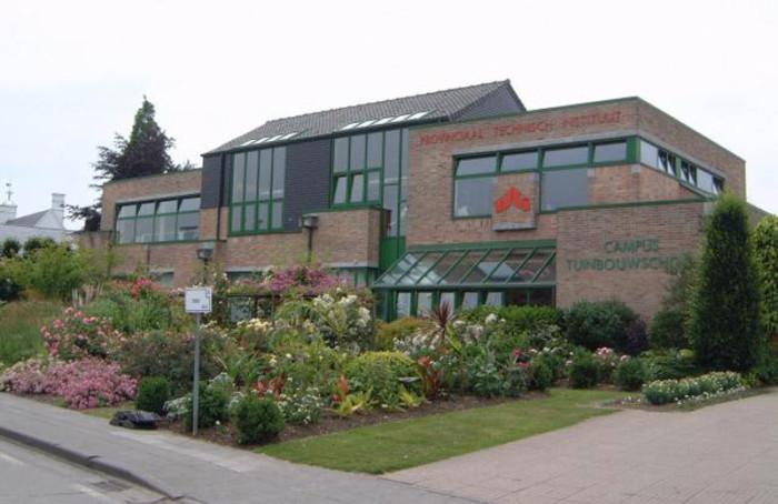 Здание одной из технических провинциальных школ Бельгии