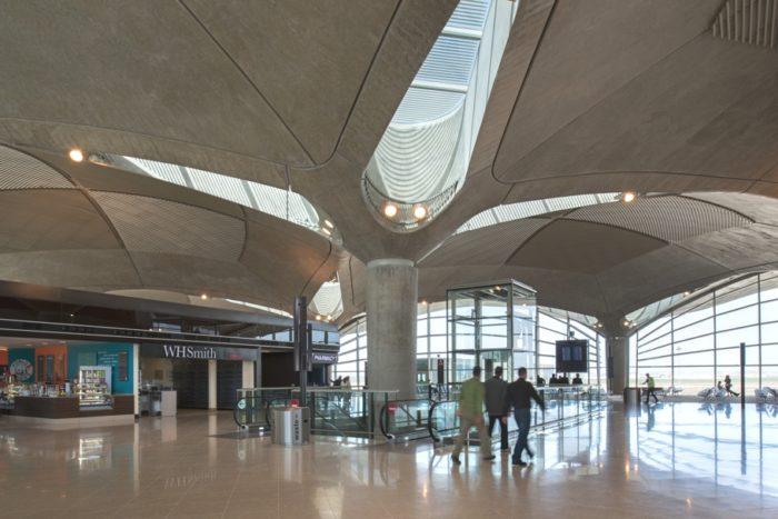 aeroport ammana 700x467 - Правила получения визы в Иорданию для россиян и не только
