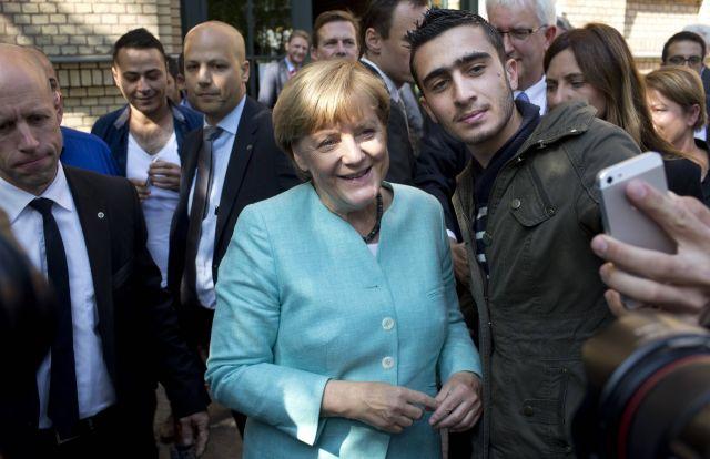 Селфи с канцлером Меркель