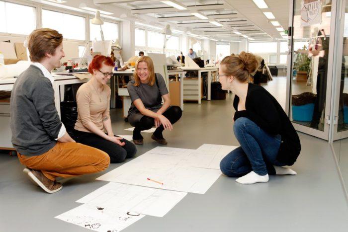 Финские студенты работают с проектом