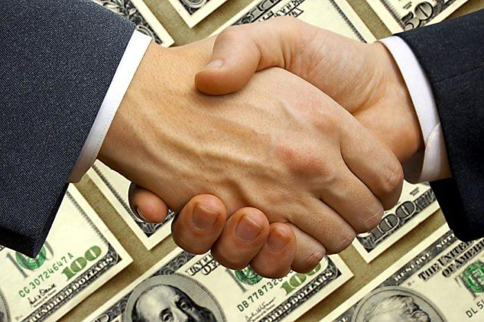 Рукопожатие бизнес-партнёров