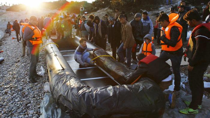 Резиновые лодки с подвесными моторами используются для траспортировки нелегалов по морю
