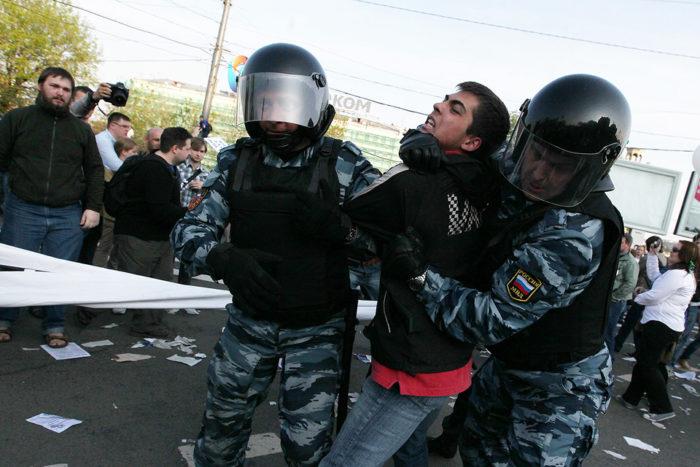 Задержание протестующих в России