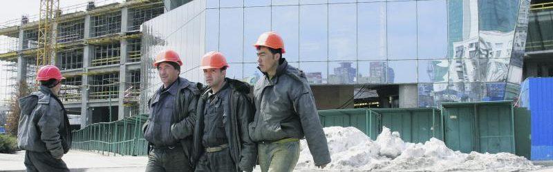 Граждане Узбекистана на стройке
