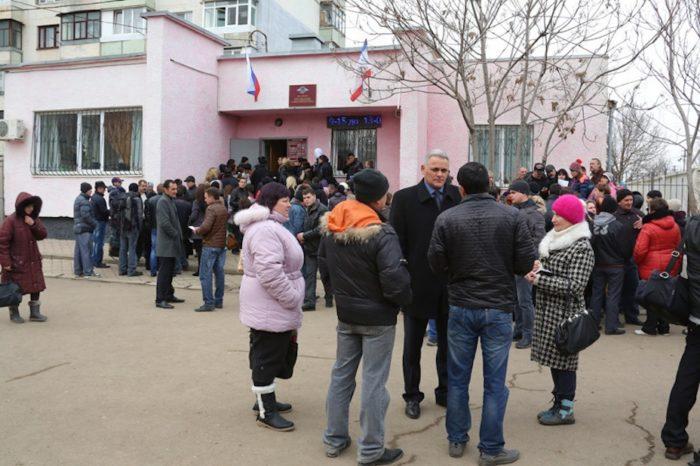 Очередь за российскими паспортами в Крыму