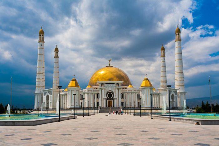 Туркменская мечеть