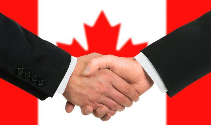 рукопожатие на фоне канадского флага