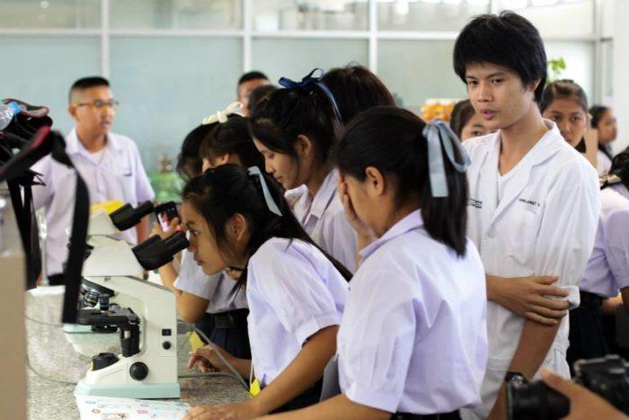 Студенты таиландского университета