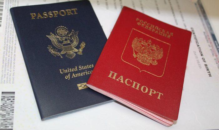 Российский и американский паспорта