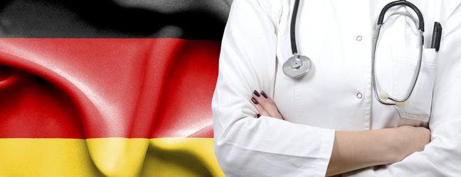 врач на фоне флага Германии