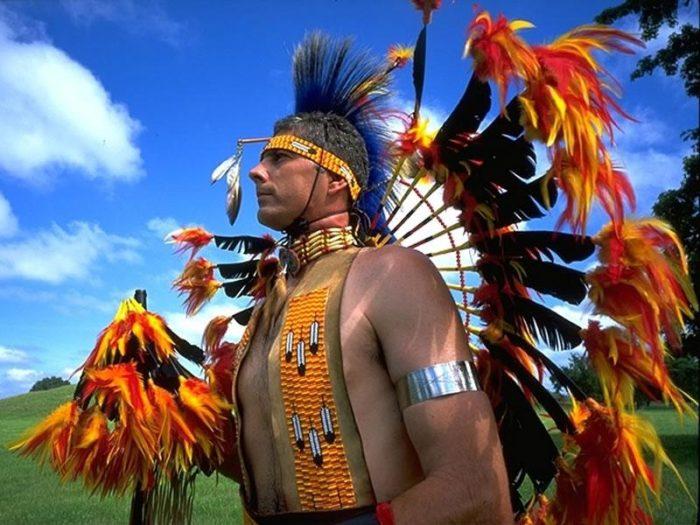 Чилиец в индейском костюме