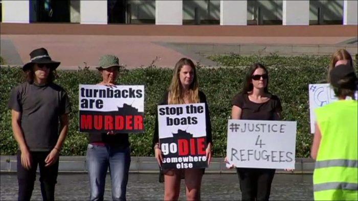 Пикет в защиту беженцев в Австралии