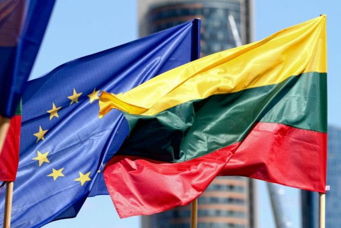 Флаги Литвы и ЕС