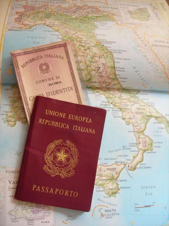 Итальянский паспорт на карте