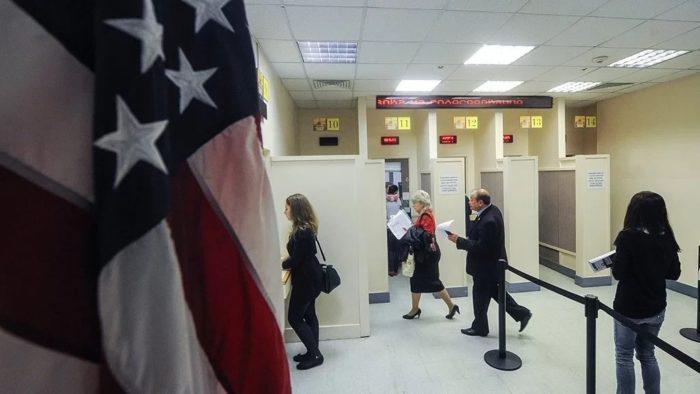 Приём посетителей в посольстве США