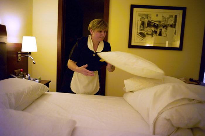 Горничная в швейцарском отеле