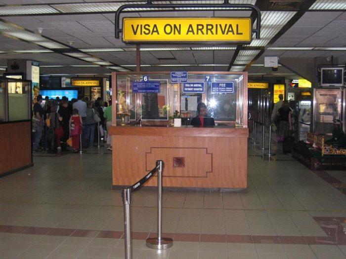 Стойка для оформления визы по прибытии