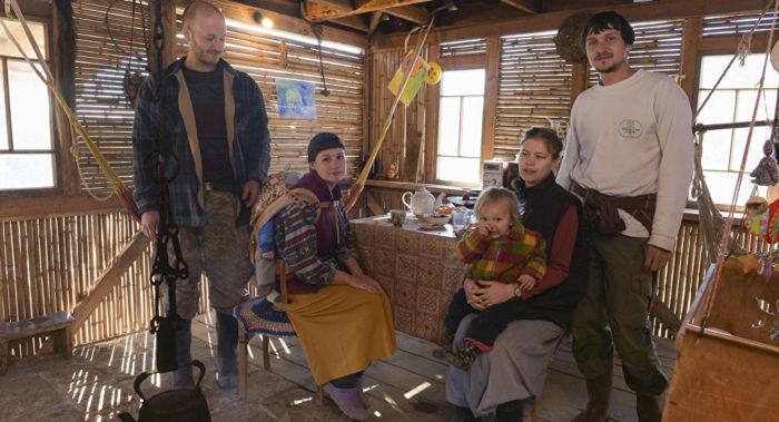 Переселенцы из России в селе Атара