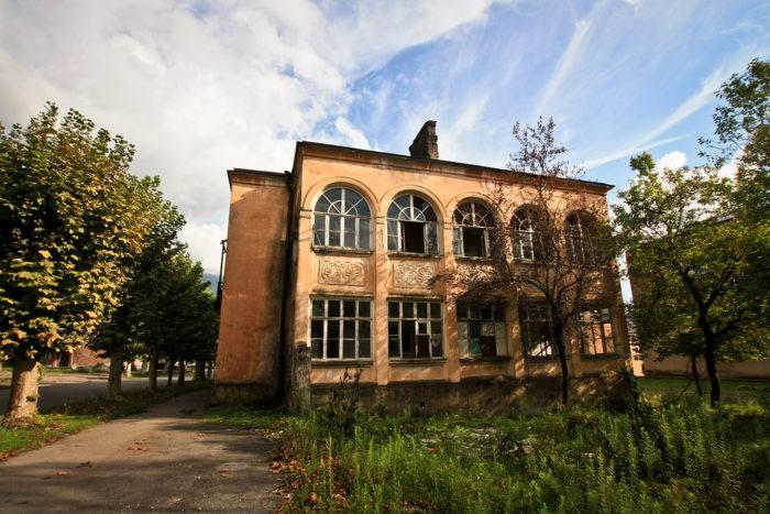 Заброшенный дом в Абхазии