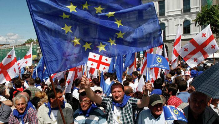 Грузины с флагом Евросоюза