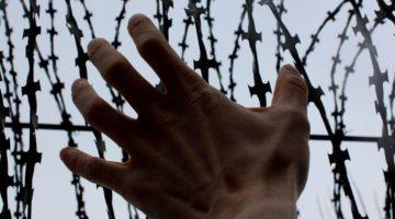 Как получить политическое убежище беженцу