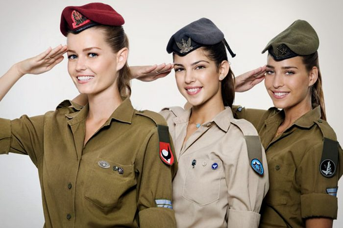 Девушки-военнослужащие израилькой армии