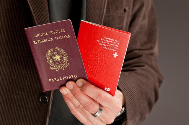 паспорта Швейцарии и Италии