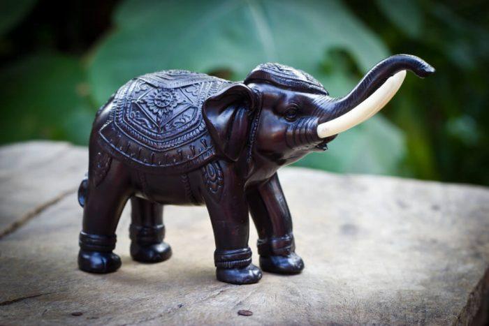 Фигурка слонов