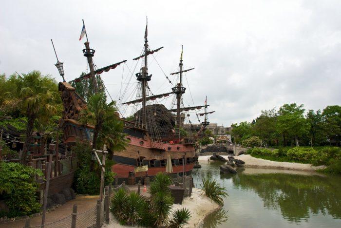 Пиратский корабль в Диснейленде
