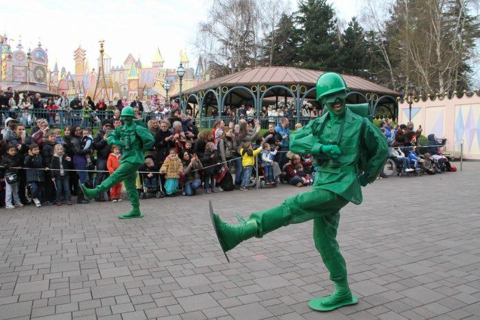 Зелёные солдатики в Диснейленде
