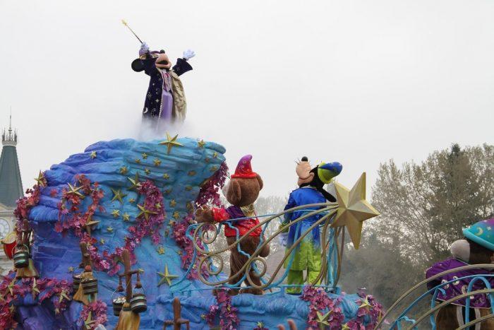 Микки Маус и его друзья в Диснейленде