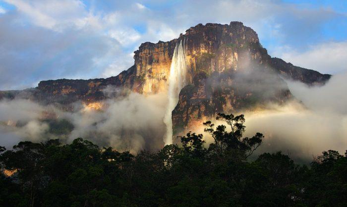 Опасное для путешествий место − водопад Анхель