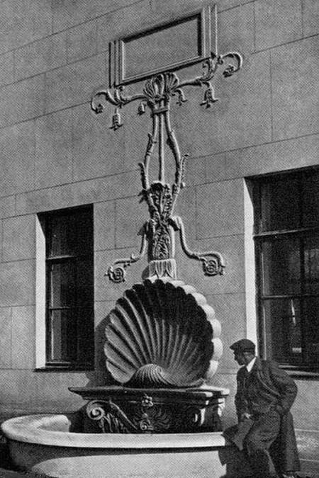 Фонтан на Яузском гидроузле в прошлом