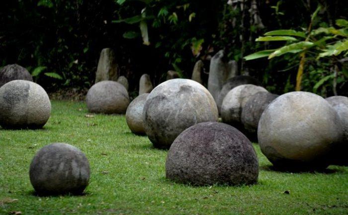 Каменные шары джунглей