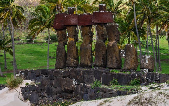 Платформы Аху на острове Пасхи