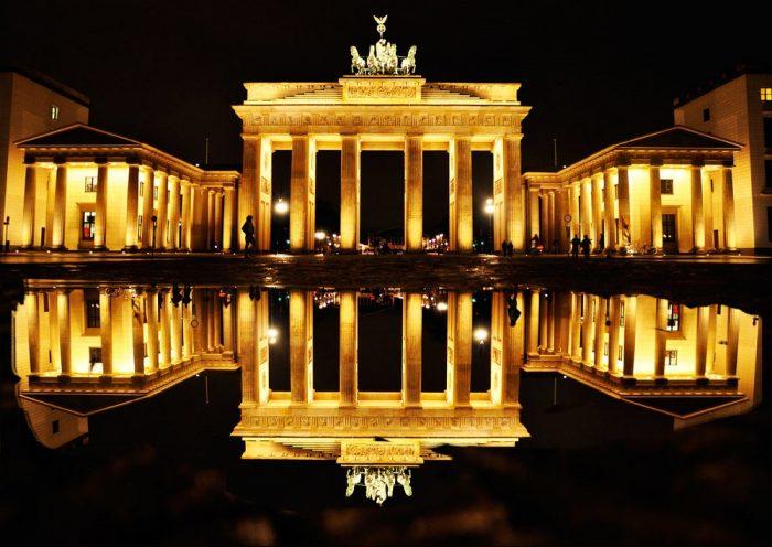Бранденбургские ворота ночью
