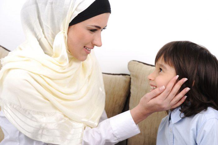 Мама-мусульманка с сыном