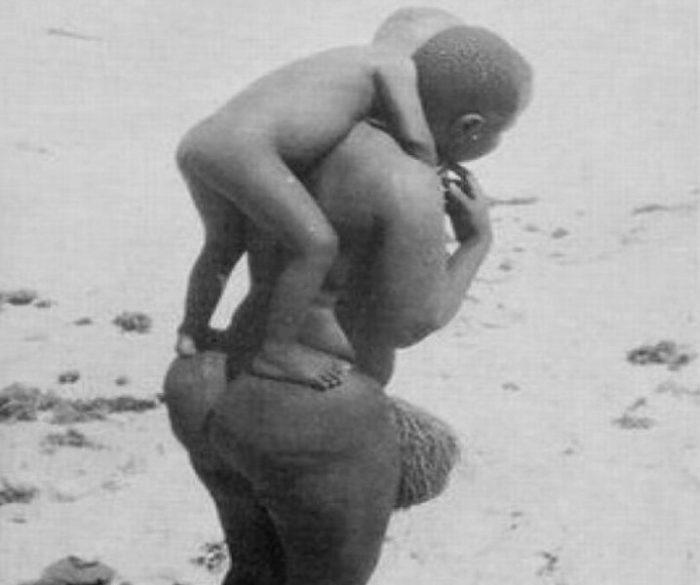 Женщина-готтентот с ребёнком