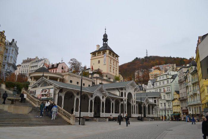 Старая замковая башня в центре Карловых Вар