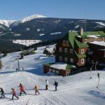 Лыжники на курорте Пец-под-Снежкой