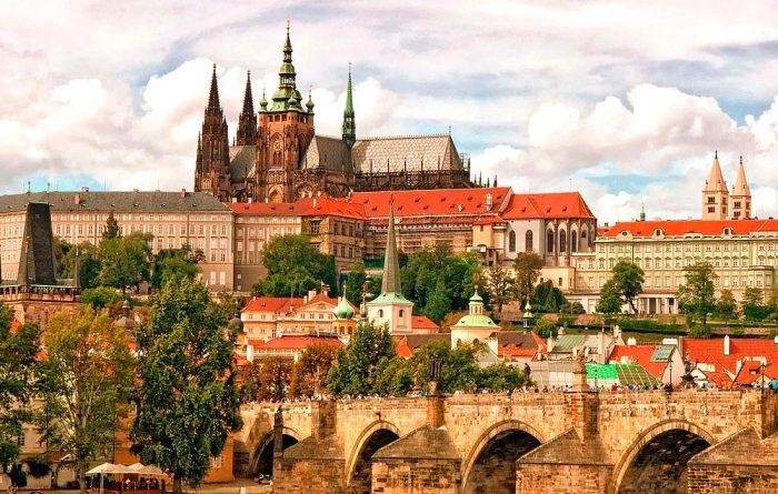 Вид на Пражский Град со стороны Влтавы